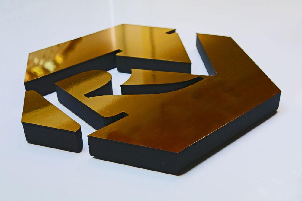 Logo przestrzenne pozłacane