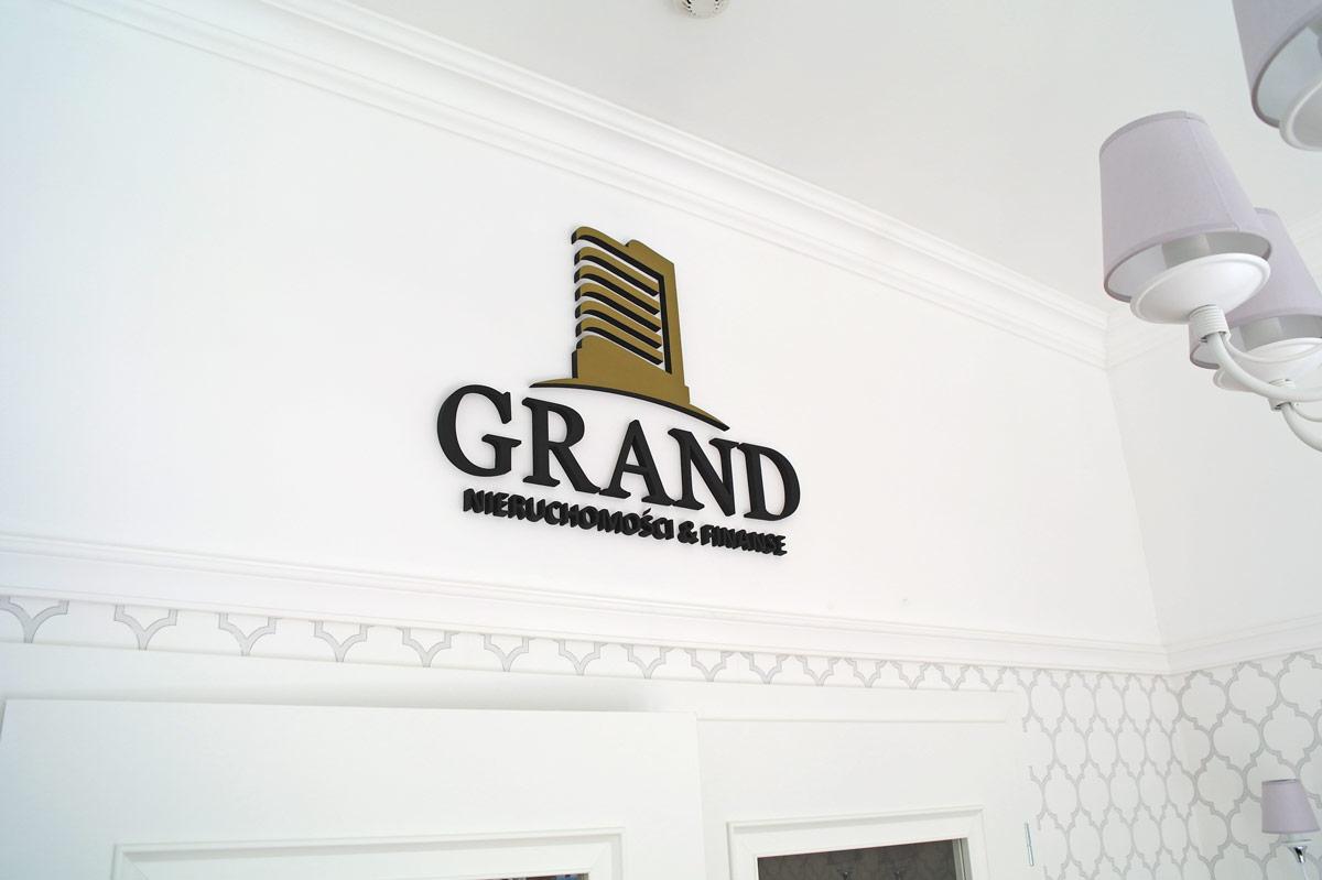 Litery na elewacji Grand Stargard